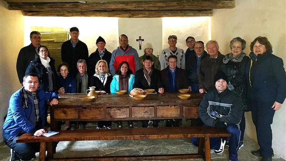 Promove uma peregrinação aos principais lugares da história marista na Europa. É destinada a Irmãos, Leigos/as e colaboradores e é composta de visitas formativas e orientadas.
