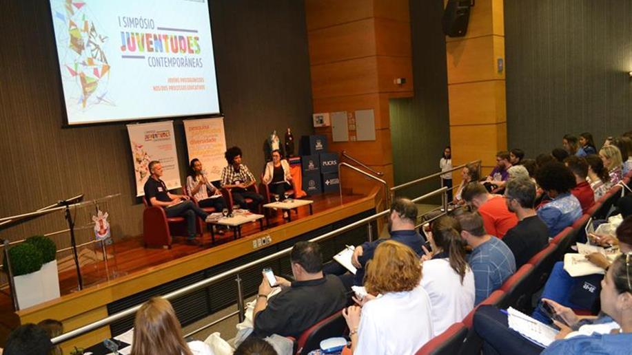 """A temática """"jovens protagonistas nos/dos processos educativos"""" inspirou as discussões em painéis e grupos de trabalho"""