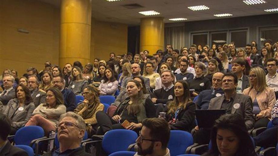 Relato do 12° Encontro de Comunicação Marista, por Janaina Rauber e Júlia Bueno, estudantes de Jornalismo da Faculdade de Comunicação Social da PUCRS.