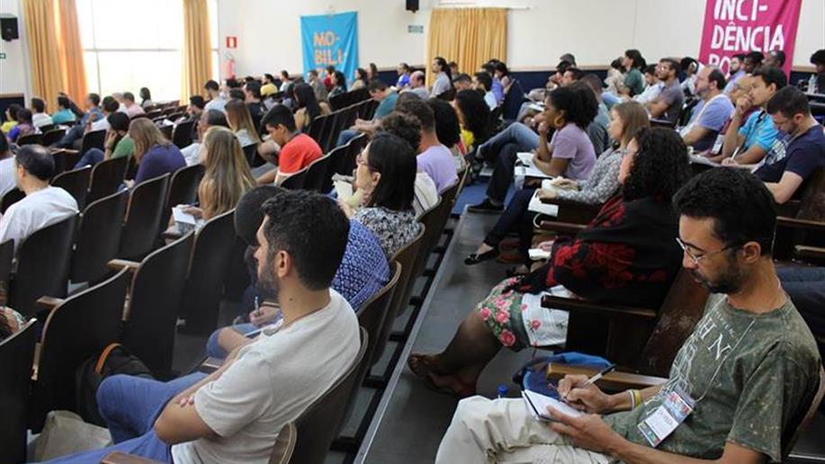 O Coordenador do Observatório Juventudes Pucrs/Rede Marista, Maurício Perondi, é um dos mediadores do Simpósio Nacional Aproximações com o Mundo Juvenil, que ocorre entre 24 e 26/1 na Faculdade Jesuíta de Filosofia e Teologia (Faje), em Belo Horizonte.