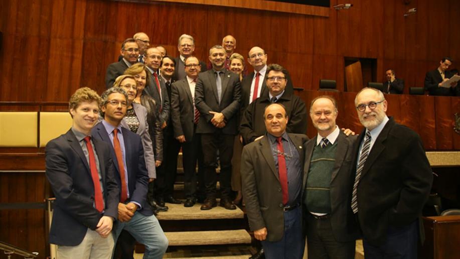 Hoje ocorreu a homenagem que a Assembleia Legislativa do Rio Grande do Sul prestou aos 200 anos de missão marista no mundo.