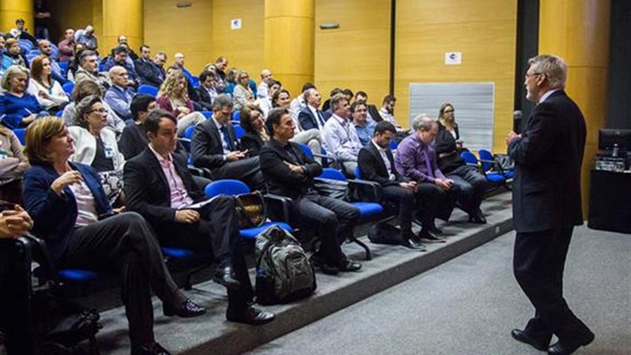 Na sexta-feira, 14 de julho, cerca de 180 gestores e profissionais envolvidos com os processos de planejamento e gestão orçamentária dos empreendimentos da Rede Marista participaram do 6º Seminário Marista Cenários Econômicos e Estratégia.
