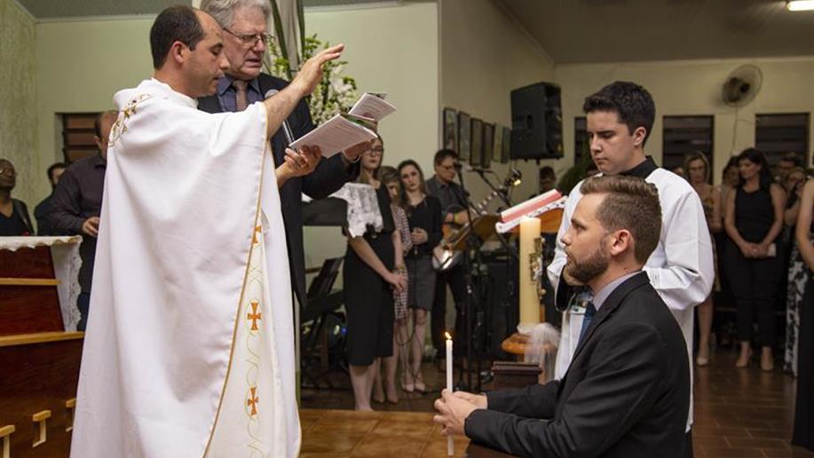 Após um período de preparação, Irmão Marista celebra o principal momento da vida religiosa