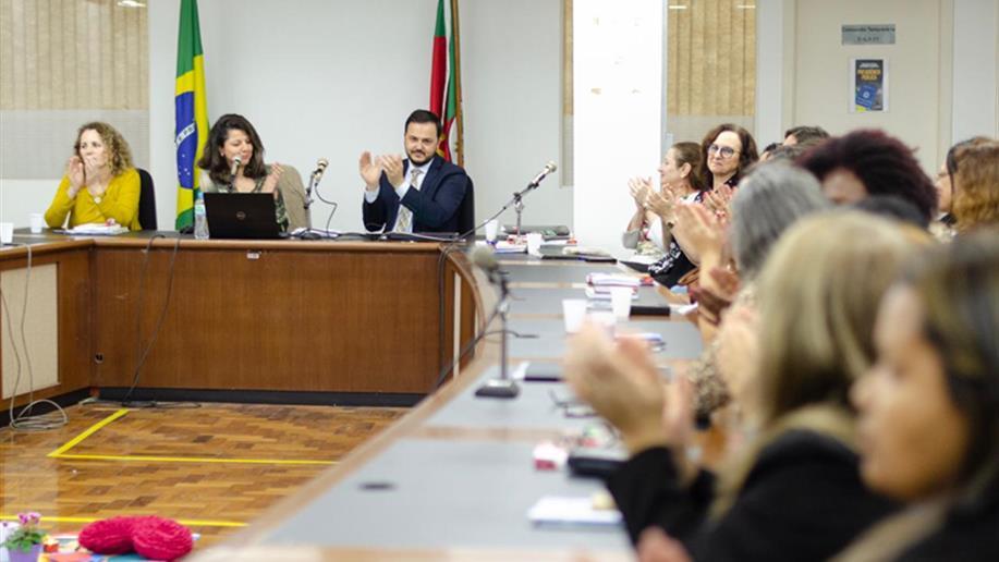 A instituição está representada na presidência do conselho pela colaboradora Lúcia Flesch
