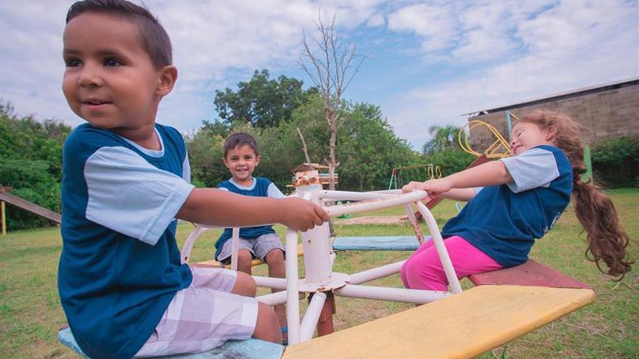 Documento publicado pelo Comitê Infâncias da Rede Marista fortalece os diversos contextos das crianças e o protagonismo infantil