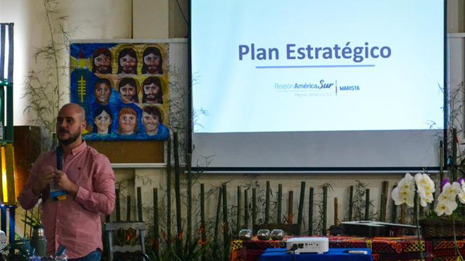 Apresentação do plano estratégico durante reunião demonstrou oportunidades e pontos a avançar